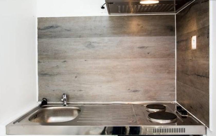 Location de vacances - Gîte à Saint-Michel-sur-Loire - Espace kitchenette comprenant 2 plaques électriques, 1 petit réfrigérateur