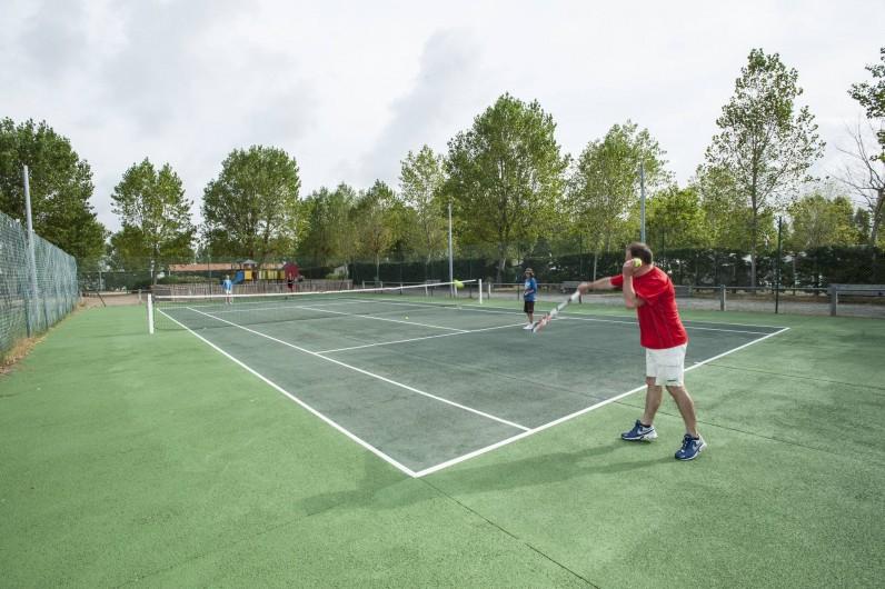 Location de vacances - Camping à La Tranche-sur-Mer - terrain de tennis