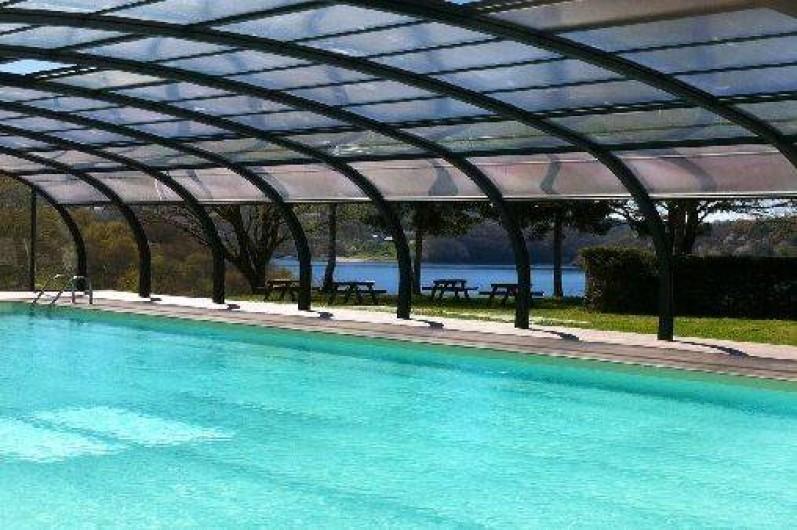 Camping dans le cantal avec piscine couverte for Village vacances avec piscine couverte