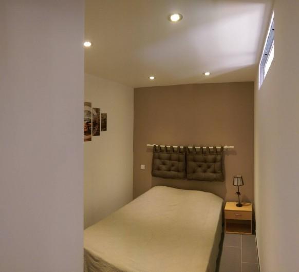 Location de vacances - Studio à Porto-Vecchio - Chambre avec placard