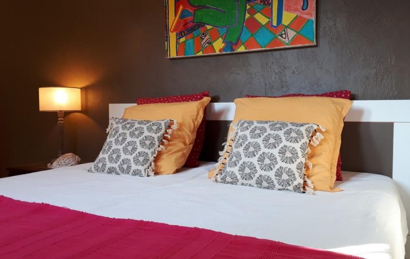 Location de vacances - Villa à Seillans - Chambre lits doubles à l'étage