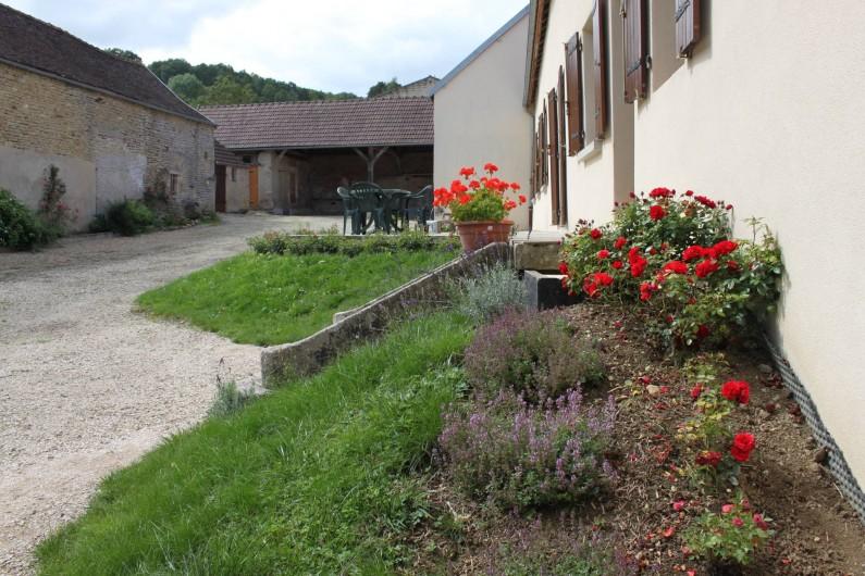 Location de vacances - Gîte à Courcelles-lès-Montbard - Cour
