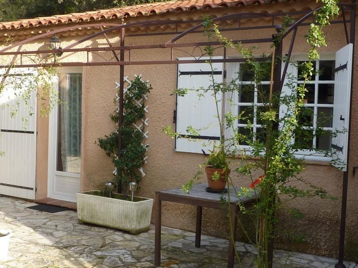 Location de vacances - Villa à Aubagne - Façade extérieure
