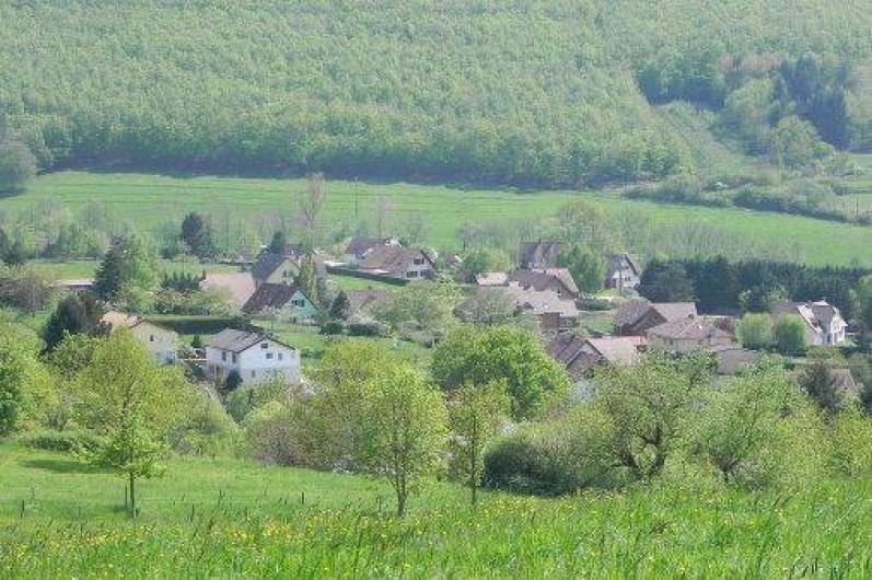 Location de vacances - Chambre d'hôtes à Saint-Pierre-Bois - Vue du saint Gilles sur notre charmant petit village
