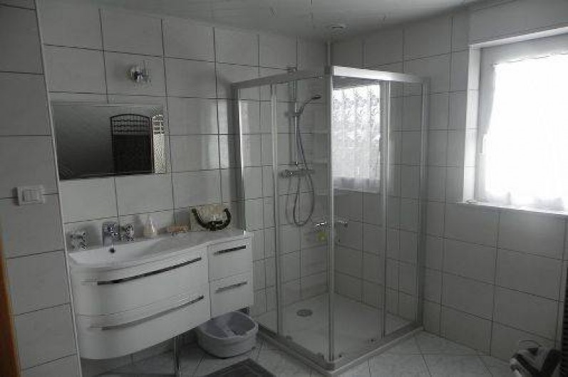 Location de vacances - Chambre d'hôtes à Saint-Pierre-Bois - Salle d'eau