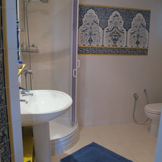 Location de vacances - Appartement à Hammamet - salle de douche avec wc