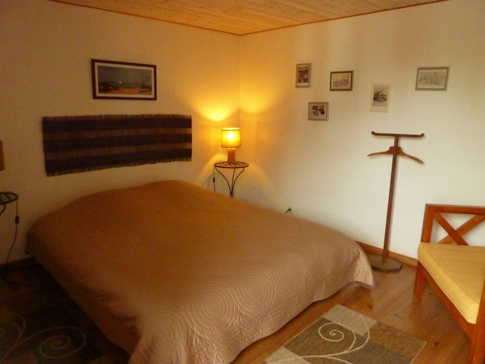 Location de vacances - Gîte à Cancale - 1er étage : chambre  an° 1 avec lit 160x200