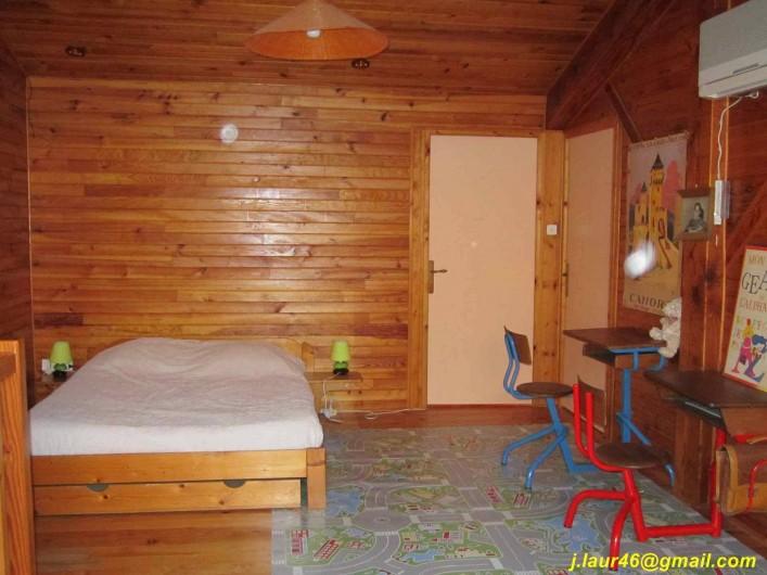 Location de vacances - Gîte à Valprionde - La mezzanine et son lit en 140