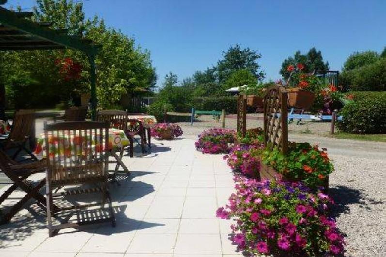 Location de vacances - Chalet à Montricoux - Espace détente fleuri