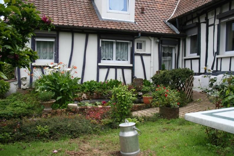 Location de vacances - Chambre d'hôtes à Ochancourt - jardin et bassin