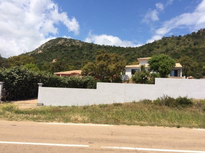 Location de vacances - Villa à Sainte-Lucie de Porto-Vecchio - Villa vue depuis la route