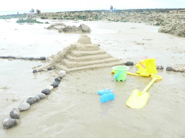 Location de vacances - Maison - Villa à Neuville-lès-Dieppe - Les activités de plage : châteaux de sable et pêche aux coquillages