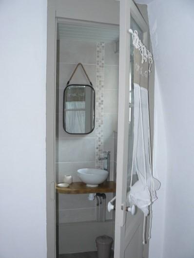 """Location de vacances - Maison - Villa à Neuville-lès-Dieppe - La salle de douche de la chambre """"Falaise"""""""