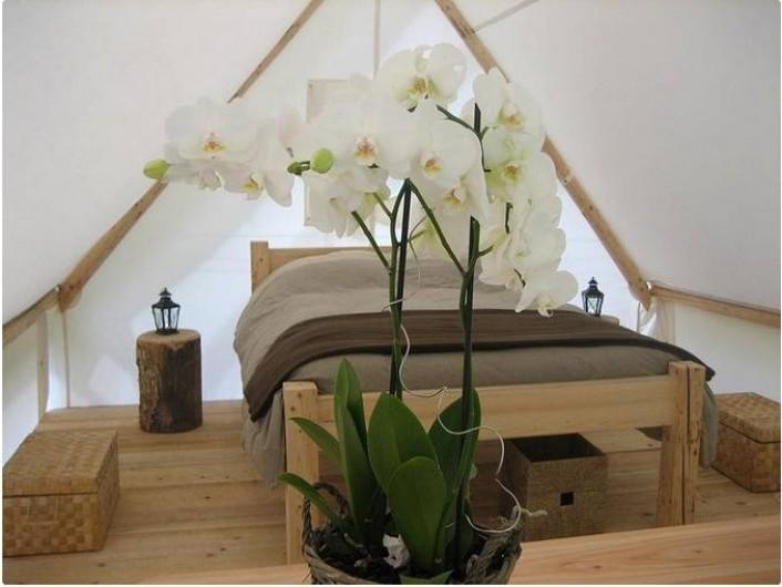 Location de vacances - Tipi à Mont-Saxonnex - Intérieur d'une lodge couple chez Altipik