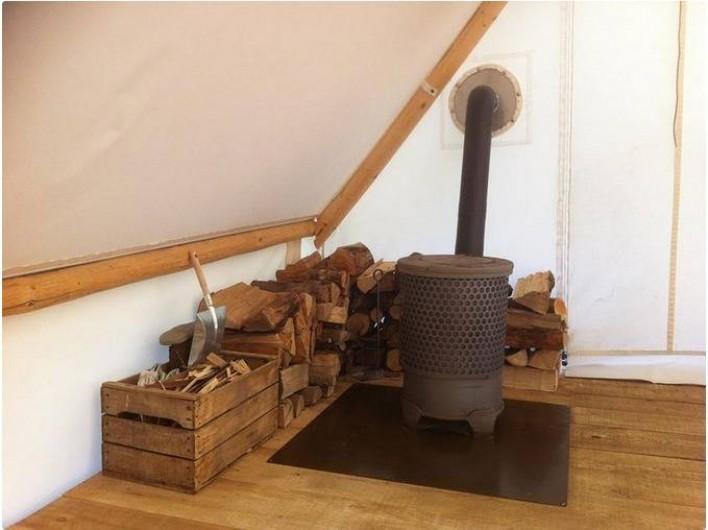 Location de vacances - Tipi à Mont-Saxonnex - Pour compléter votre expérience insolite... un chauffage au poêle à bois