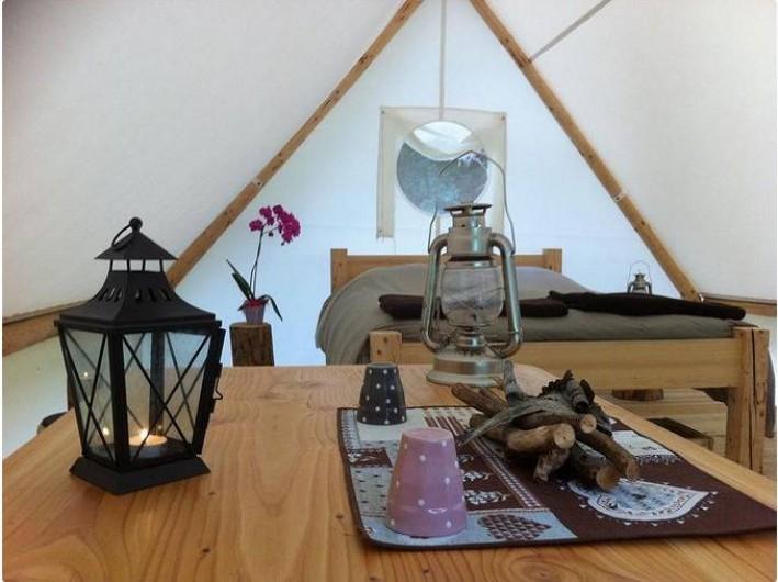 Location de vacances - Tipi à Mont-Saxonnex - Petit coin lecture et détente dans chaque lodge