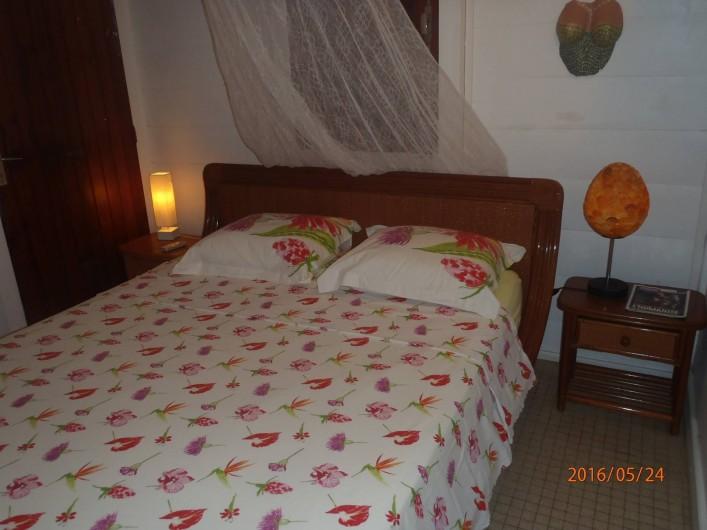 Location de vacances - Gîte à Terre-de-Haut - Une des deux chambres du Gîte Orange