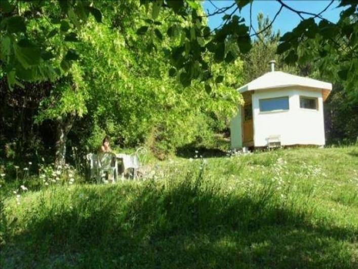Location de vacances - Camping à Éourres - La Bunga-Yourte 25m carré, 4 personnes maxi. Cuisine équipée.