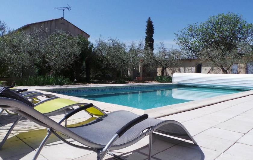 Location de vacances - Villa à Bezouce - Transat sous l'olivier...