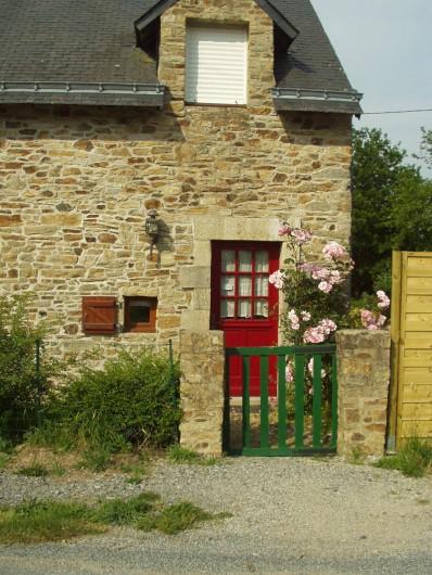 Location de vacances - Maison - Villa à Saint-Nolff - entrée vue de la route
