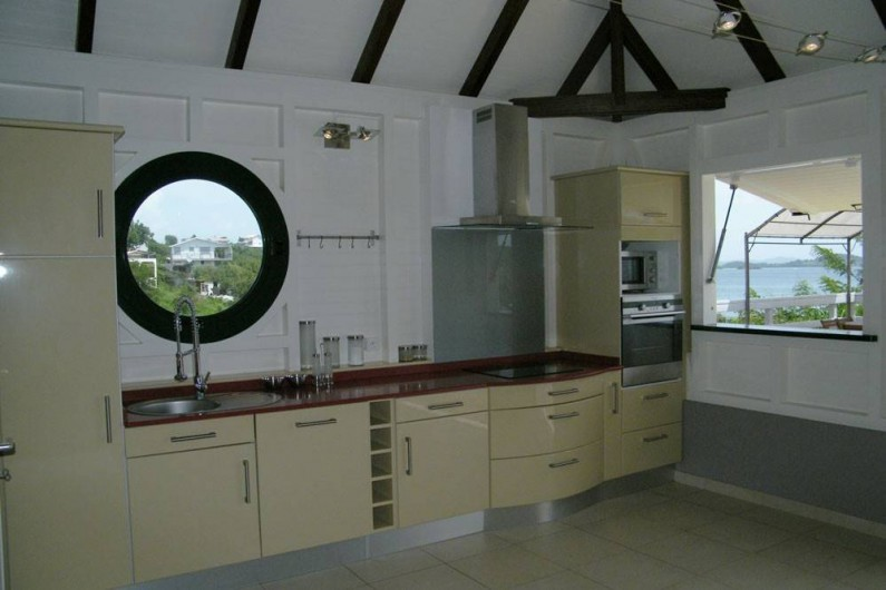 Location de vacances - Villa à Le Robert - La cuisine toute équipée