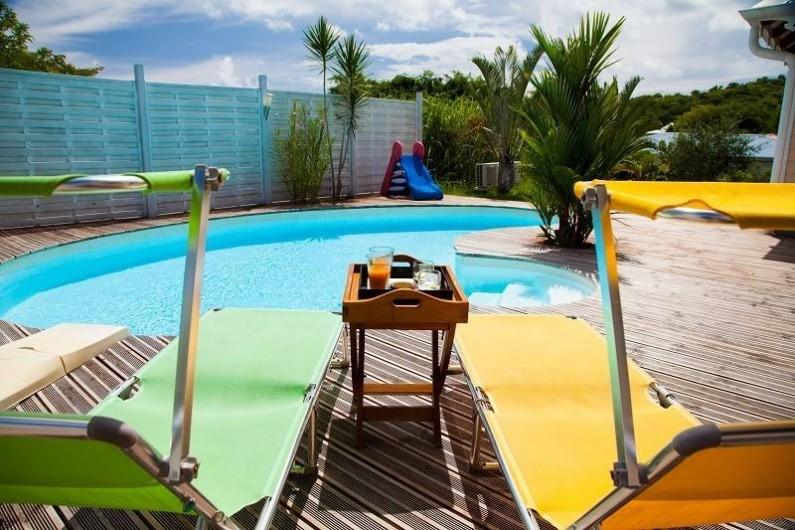 Location de vacances - Villa à Le Robert - Vue piscine