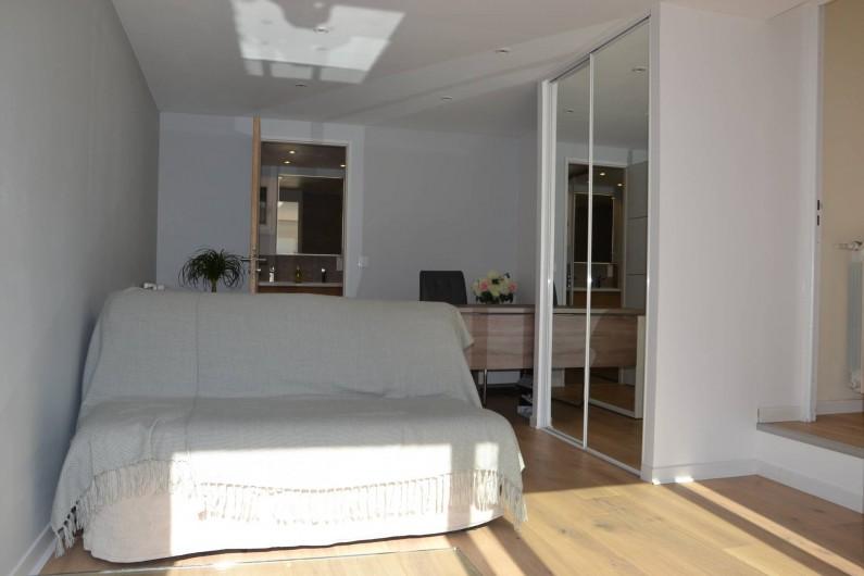 Location de vacances - Villa à Aix-en-Provence - Chambre/bureau de 20 m2 au RDC avec canapé-lit en 140 et salle d'eau - parquet