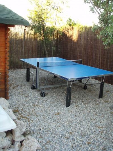 Location de vacances - Villa à Aix-en-Provence - Coin tennis de table avec éclairage pour des parties nocturnes...