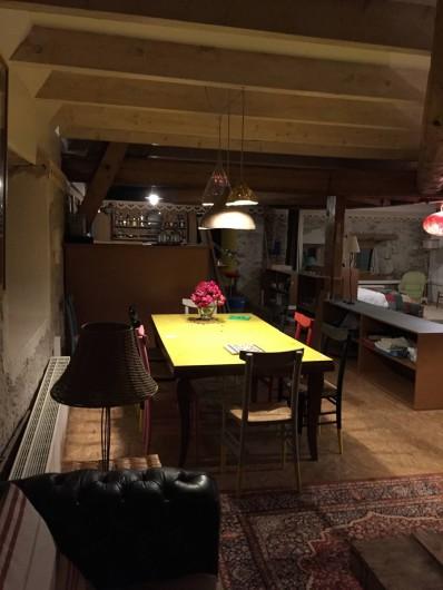 Location de vacances - Appartement à Thorens-Glières - Salle à manger, avec une grande table