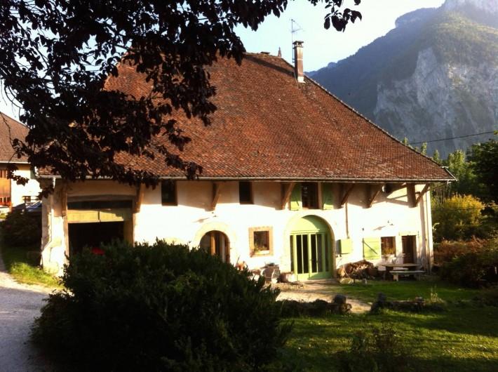 Location de vacances - Appartement à Thorens-Glières - La maison, le loft se trouve au 1 er étage à gauche.