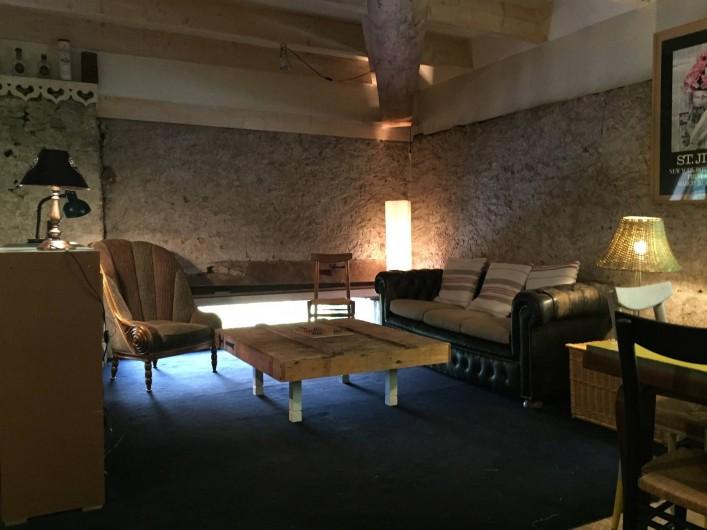 Location de vacances - Appartement à Thorens-Glières - 1 er salon TV et DVD, musique, bibliothèque ...