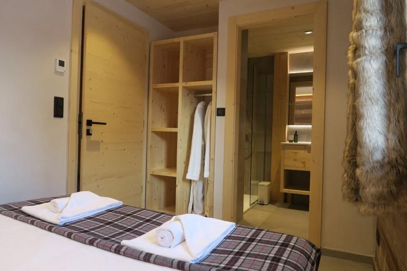 Location de vacances - Appartement à Les Gets - Chambre 4 avec penderie/placard et salle de douche