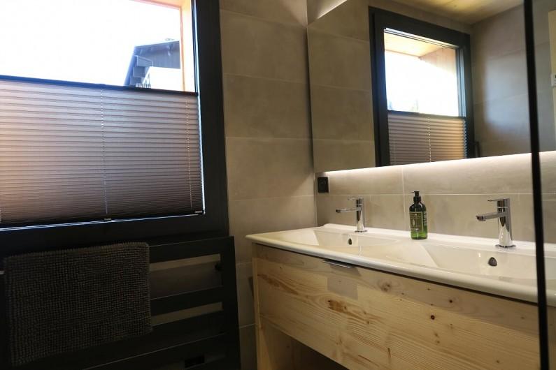 Location de vacances - Appartement à Les Gets - Salle de douche - Double vasque - Chambre 3