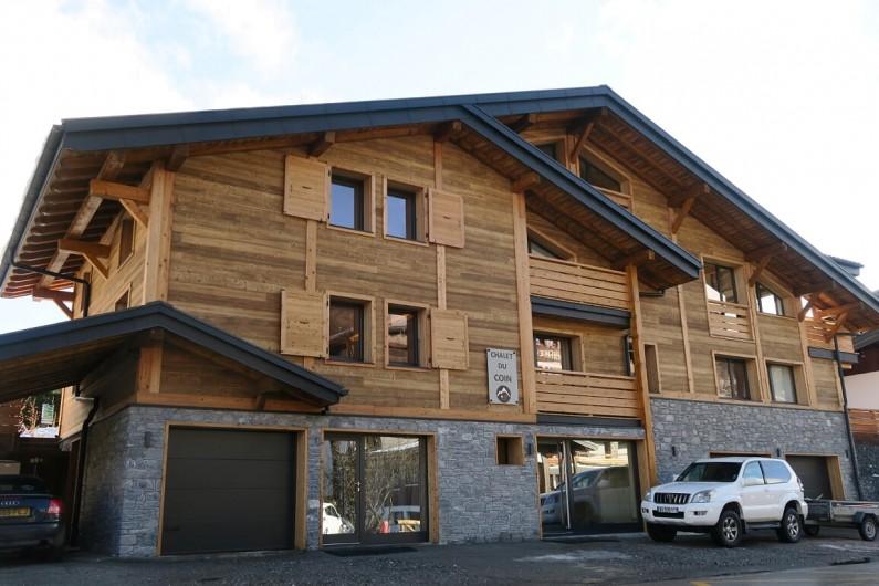 Location de vacances - Appartement à Les Gets - Le Chalet du Coin vue de face - Rue du Centre