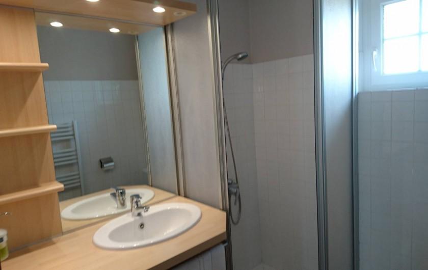 """Location de vacances - Gîte à Louannec - Gîte """"Boc'han"""" : Salle d'eau & Sanitaires"""