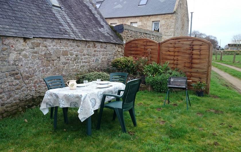 """Location de vacances - Gîte à Louannec - Les Gîtes """"Ti Maen"""" : Terrasses extérieures"""