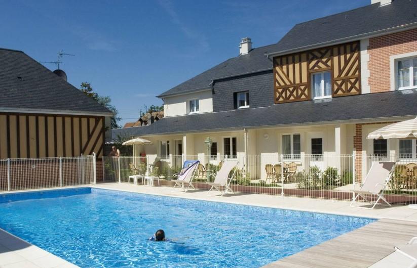 Location de vacances - Appartement à Cabourg - Piscine Côté Port