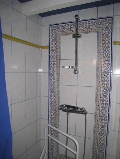 Location de vacances - Villa à Gouttières - Cabinet de toilette coin douche