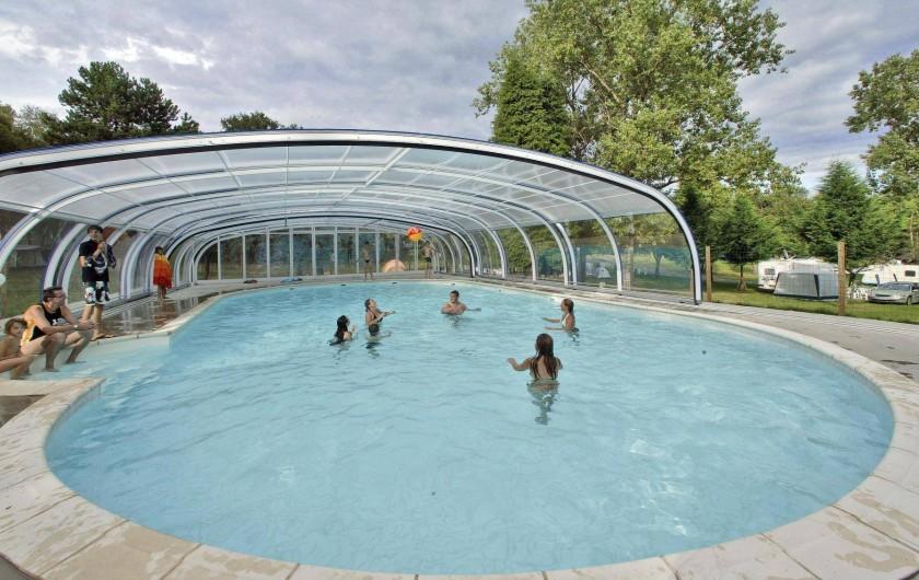 Location de vacances - Bungalow - Mobilhome à Beynat - Piscine couverte et chauffée du camping avec espace balnéo.
