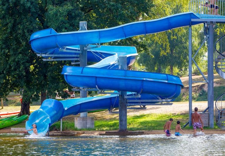 Location de vacances - Bungalow - Mobilhome à Beynat - Toboggan sur le lac !!