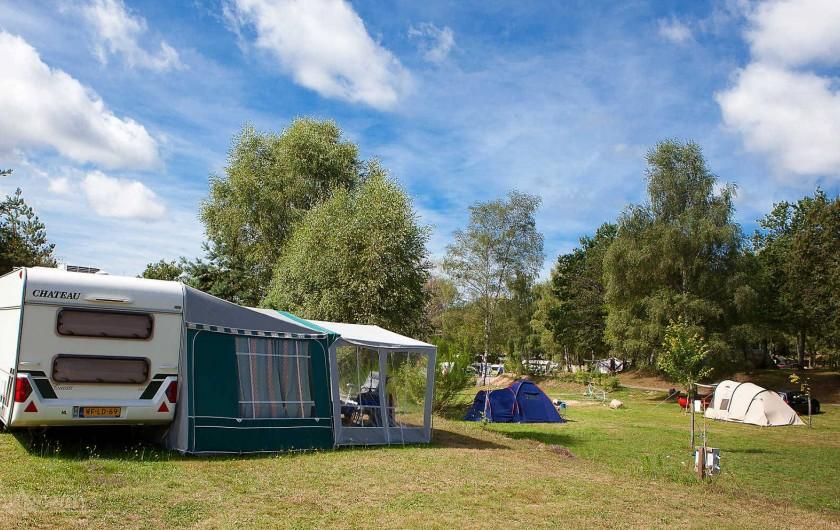 Location de vacances - Bungalow - Mobilhome à Beynat - De grands espaces de camping pour votre plus grand confort.