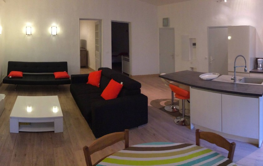 Location de vacances - Appartement à Marseille - Salon avec un canapé lit et un clic clac