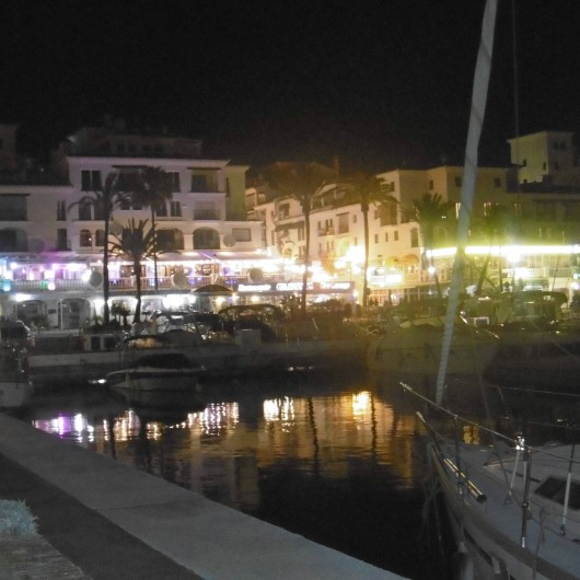"Location de vacances - Appartement à Marina de Casares - Puerto de la Duquesa ""by night"""