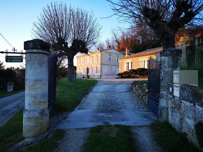Location de vacances - Gîte à Bourg sur Gironde - Entrée principale de la propriété