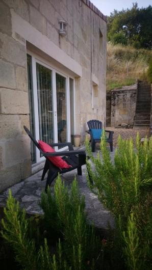 Location de vacances - Gîte à Bourg sur Gironde - Perron d'entrée du pavillon