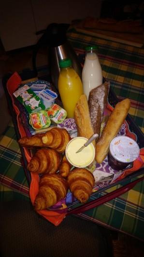 Location de vacances - Gîte à Bourg sur Gironde - Panier petit-déjeuner servi au pavillon