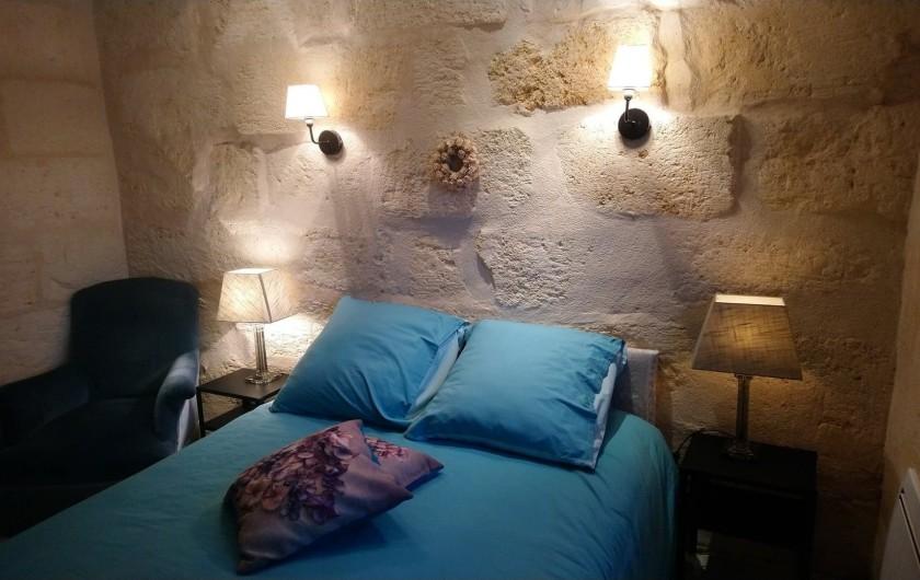 Location de vacances - Gîte à Bourg sur Gironde - Vue de l'étage, chambre n°1  lit double 140x200