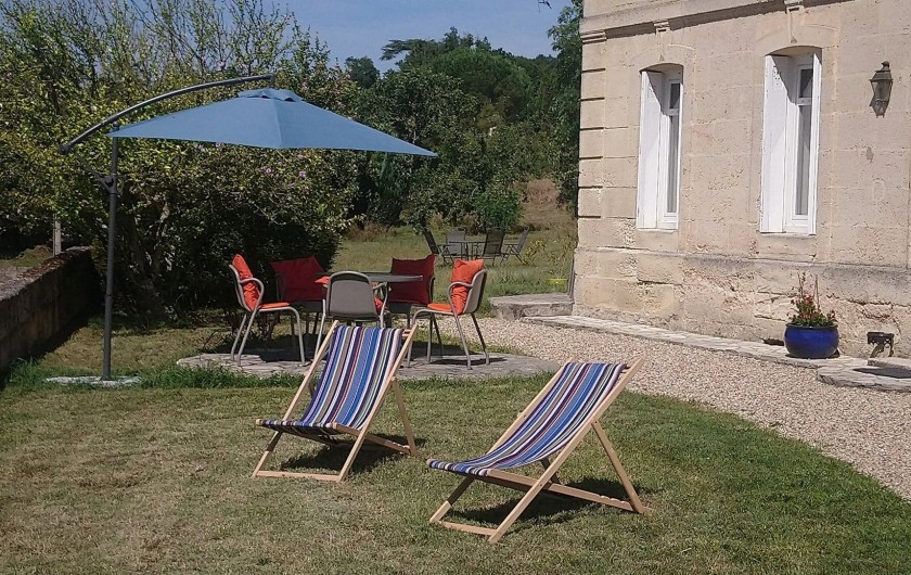 Location de vacances - Gîte à Bourg sur Gironde - Vue terrasse extérieure de la Villa