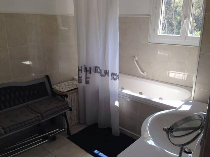Location de vacances - Villa à Le Revest-les-Eaux - Salle de bain principale
