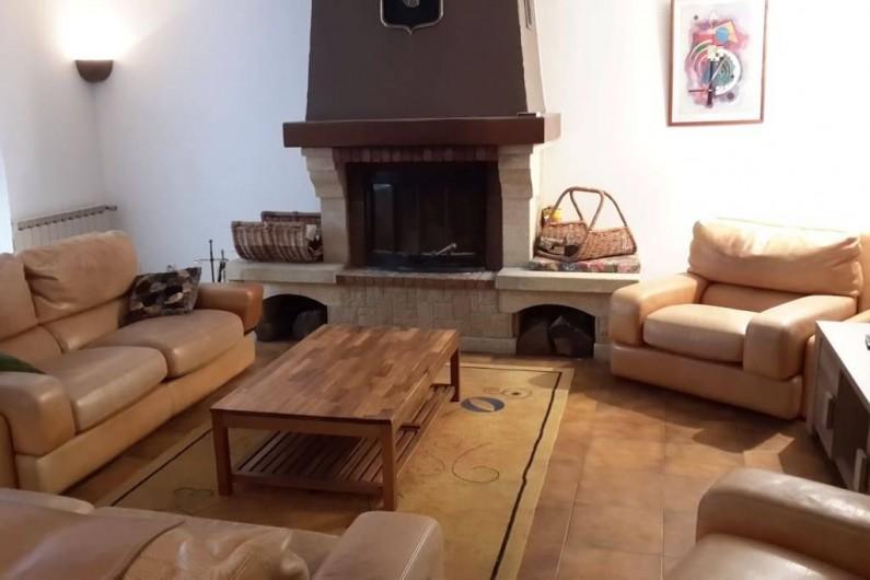 Location de vacances - Villa à Le Revest-les-Eaux - Salon - salle à manger  qui donne sur une veranda